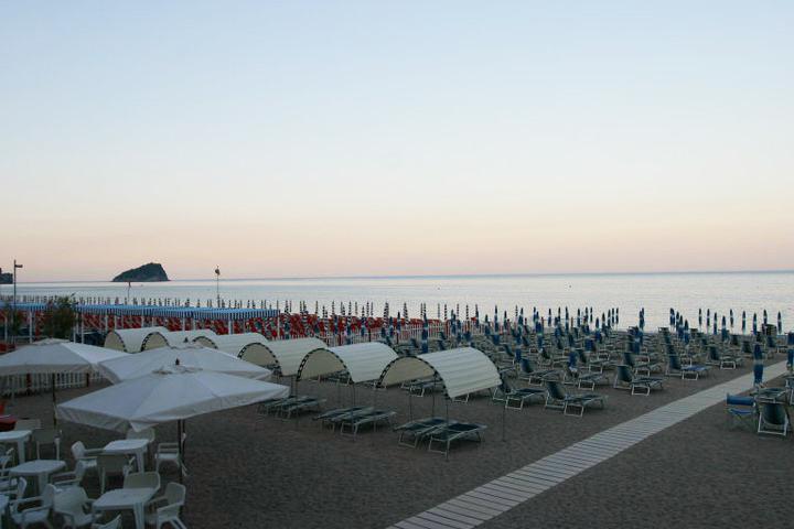 Spiaggia_Villa_Imperiale